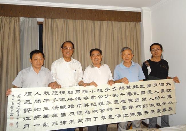 安徽书画家与新疆艺术家互赠作品图片